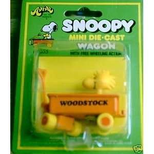Peanuts SNOOPY MINI Metal DIE CAST WAGON with WOODSTOCK