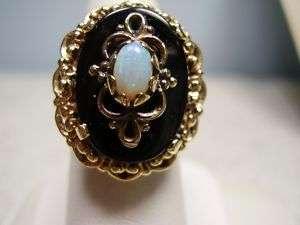 Beautiful Vintage 14K Yellow Gold Opal Ring