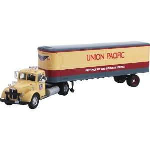 1/50 Mack UP LJ with Box Trailer CRGUS50712 Toys & Games