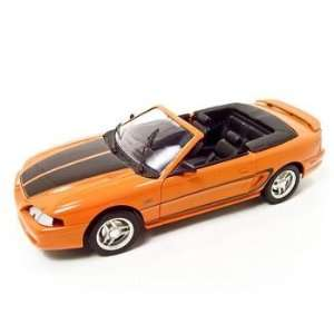 FORD MUSTANG CONVERTIBLE ORANGE 118 DIECAST MODEL
